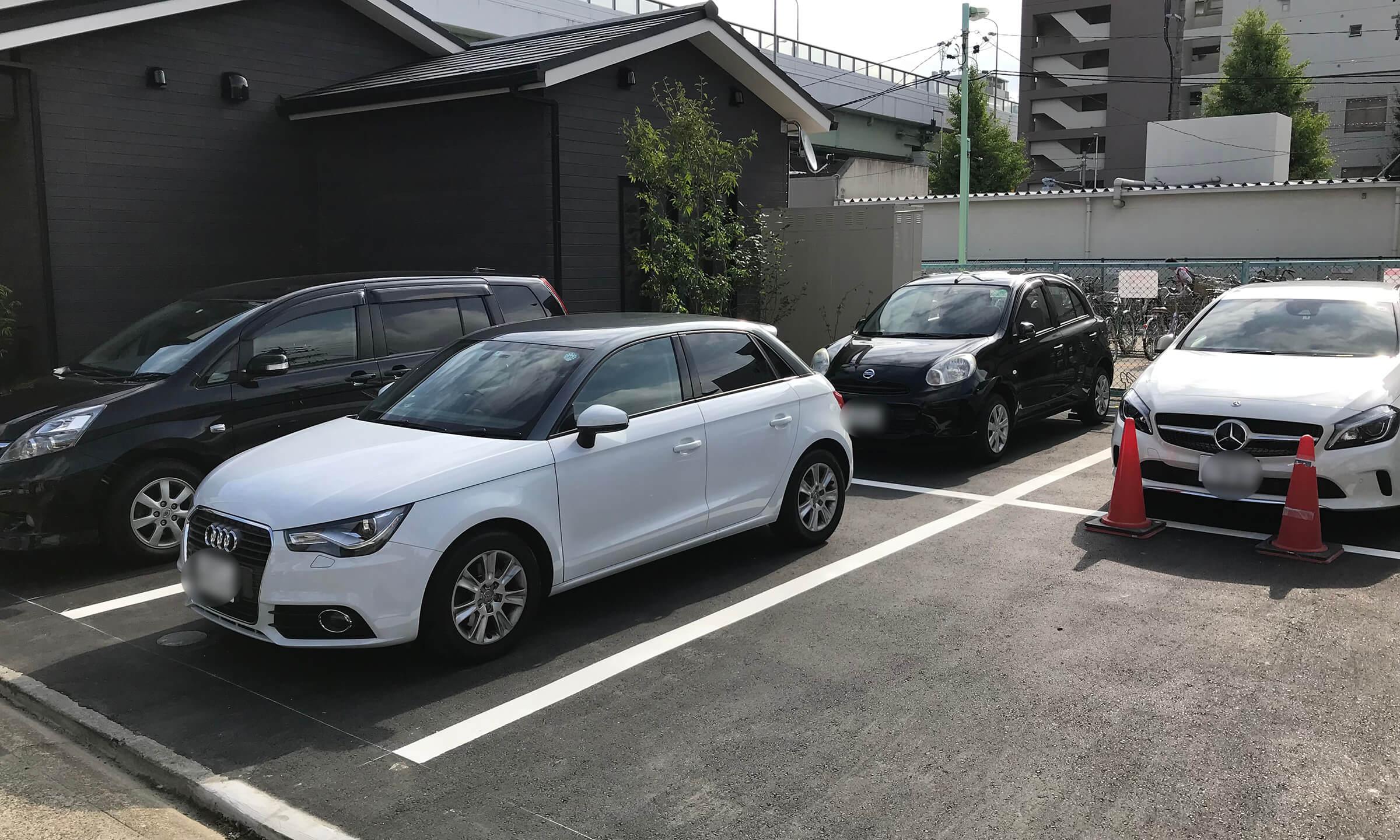 支留比亜珈琲の岩塚店横の駐車場